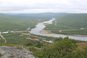 Utsjoen kylä ja silta Norjan puolelle yli Tenon