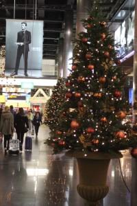 joulukuusi Amsterdamin lentokentällä