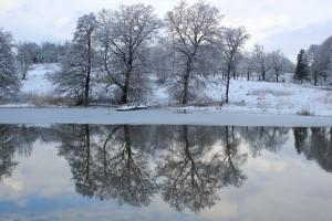 Talvinen maisema Kastelholmin linnan luona